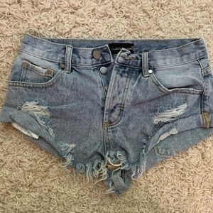 nwot frayed denim shorts
